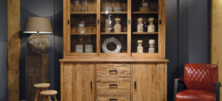 Robuuste vitrine kast voor servies en andere spullen